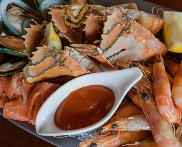 Treat Yourself to Fresh Seafood in this Toowong Hotel on Good Friday